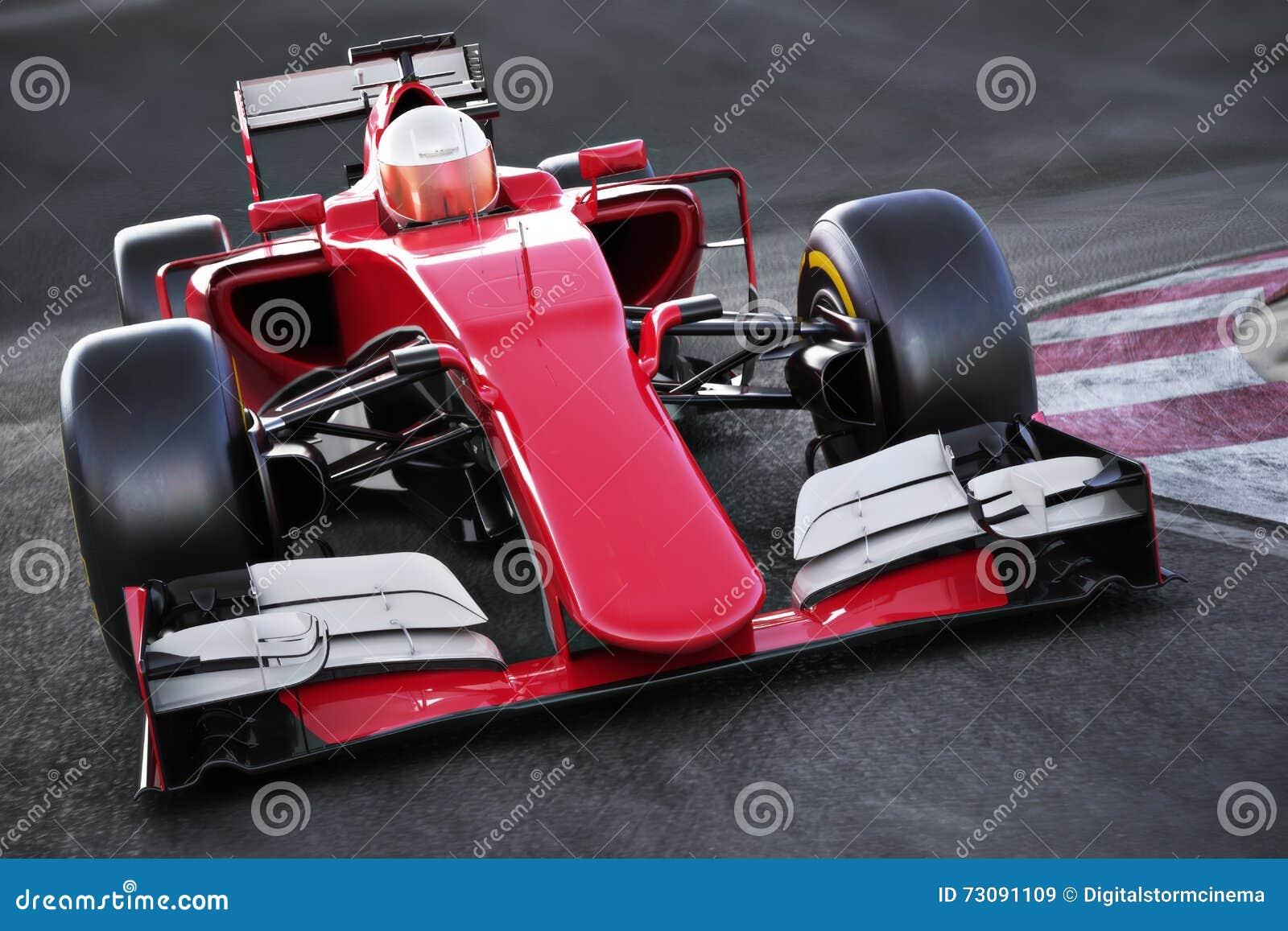 Opinião angular da parte dianteira do carro de corridas dos esportes automóveis que apressa-se abaixo de uma trilha