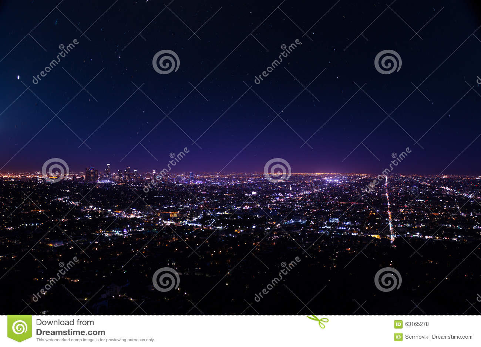 Opinião bonita da arquitetura da cidade de Los Angeles na noite