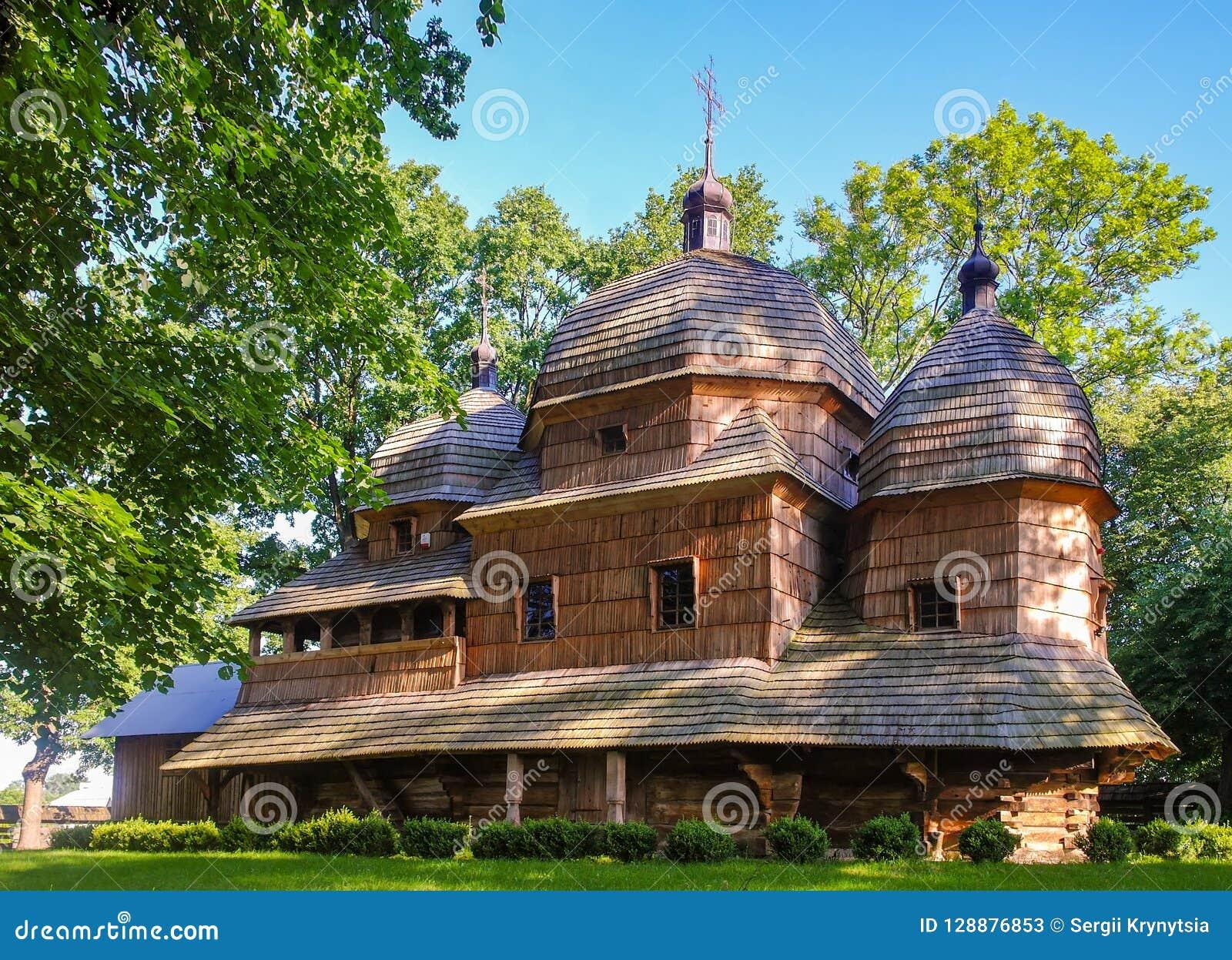 Opinião cênico a mãe de madeira do católico grego da igreja do deus, UNESCO, Chotyniec, Polônia