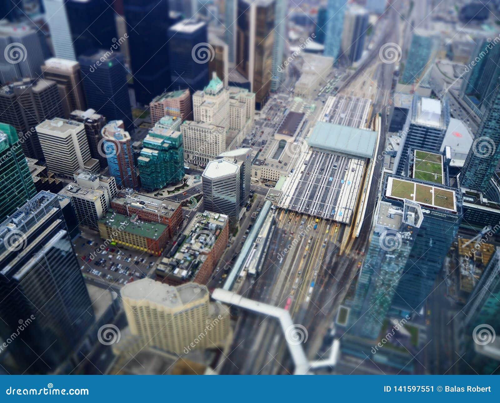 Opinião da cidade de toronto do deslocamento da inclinação