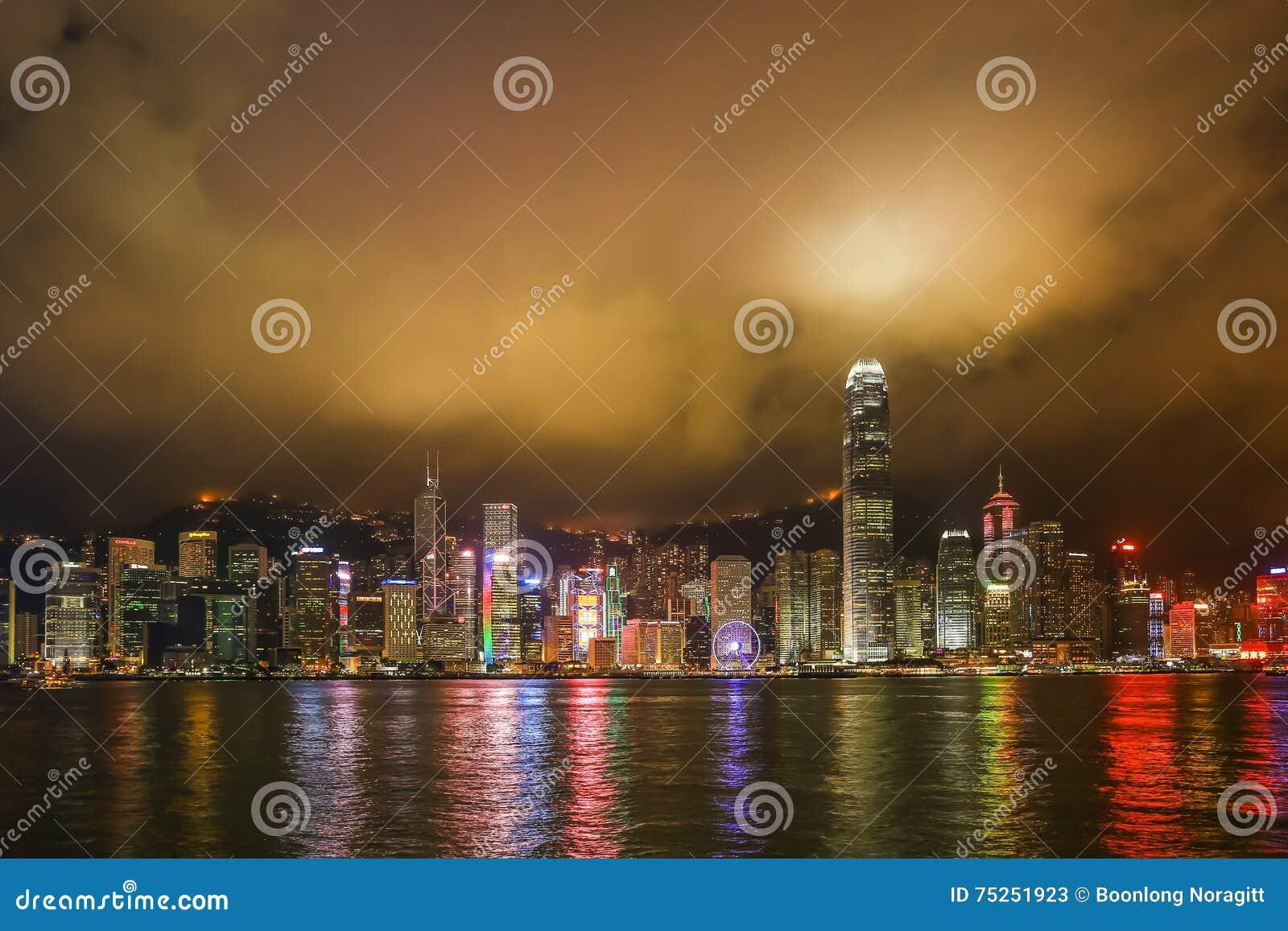 Opinião da noite de Hong Kong em Victoria Harbor
