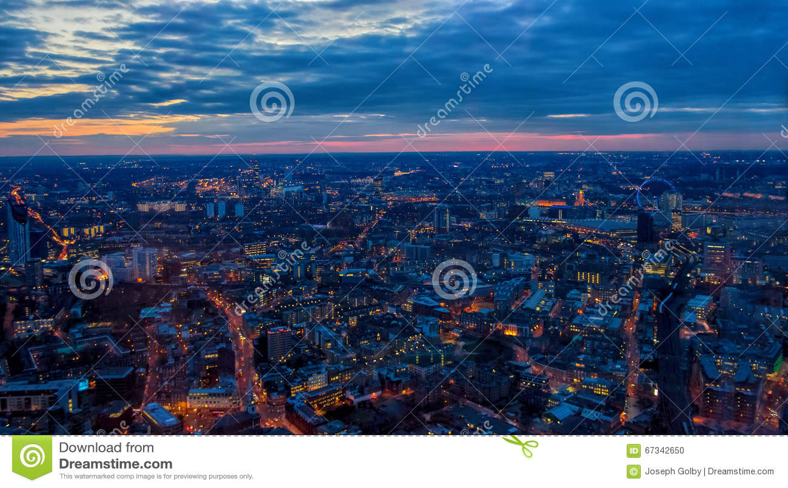 Opinião da noite de Londres, por do sol Para o olho de Londres, casas do parlamento