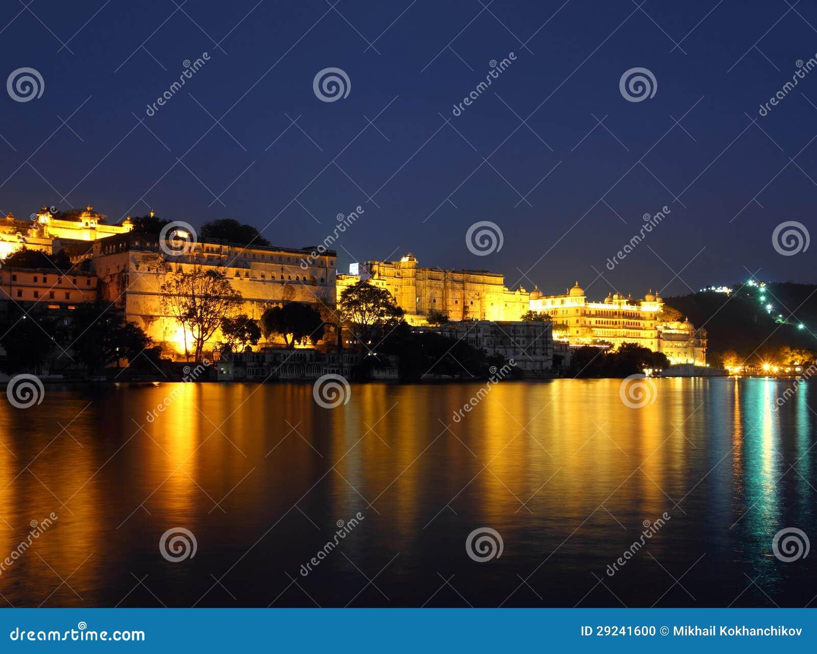 Download Opinião Da Noite No Palácio E No Lago Em Udaipur Foto de Stock - Imagem de hotel, paisagem: 29241600