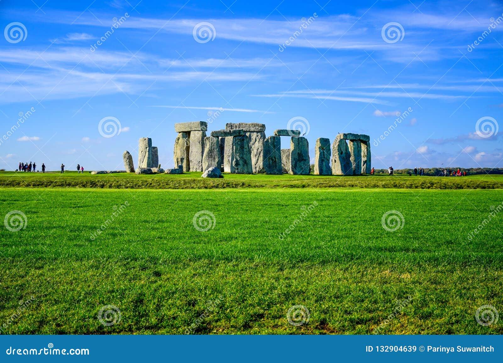 Opinião da paisagem de Stonehenge em Salisbúria, Wiltshire, Inglaterra, Reino Unido