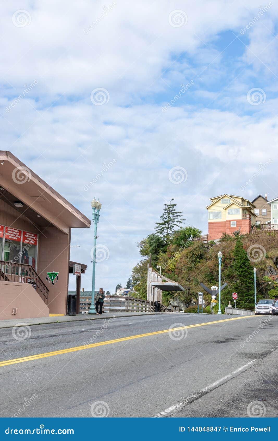Opinião da rua em Ketchikan do centro Alaska
