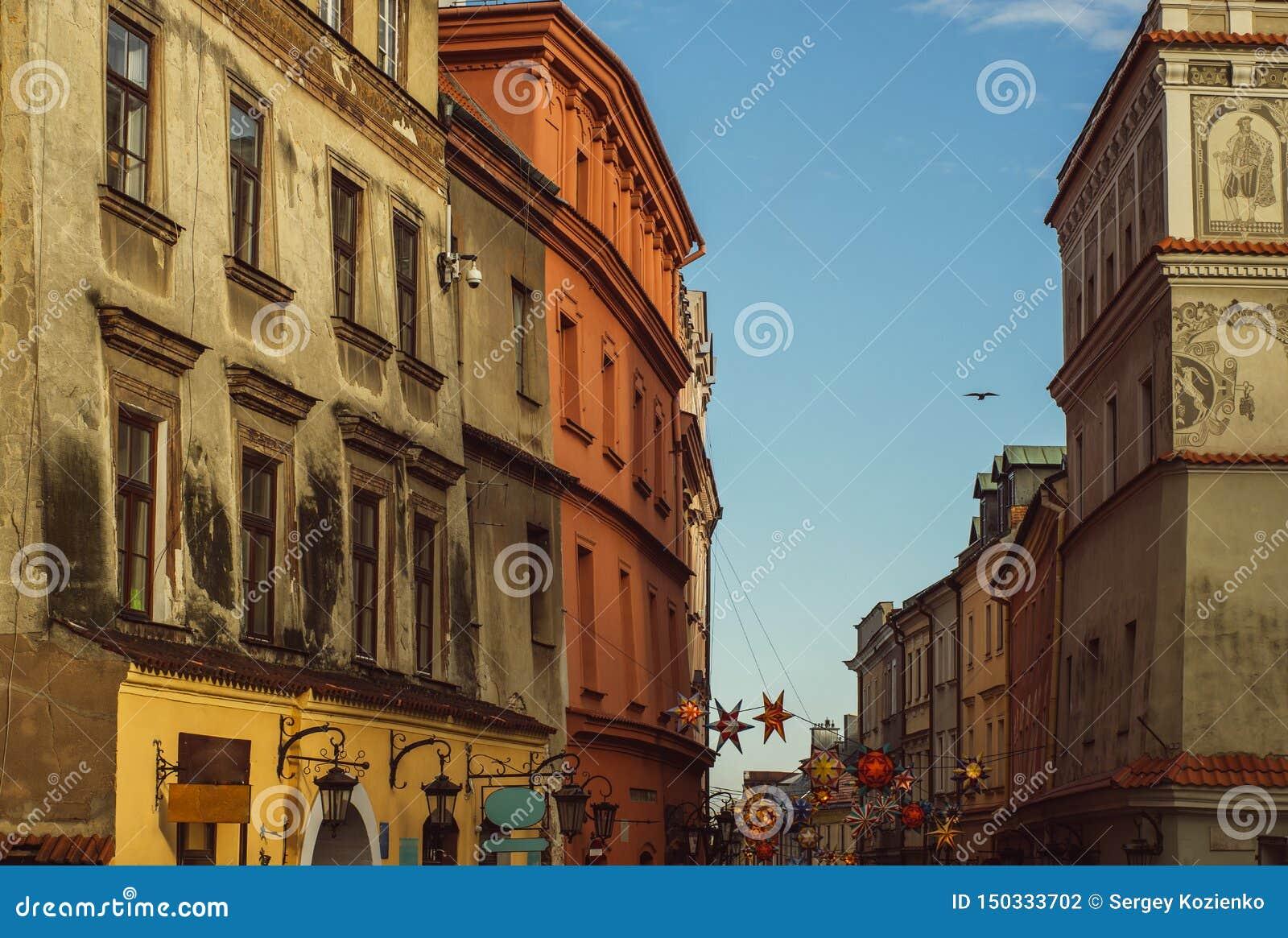 Opinião da rua no centro velho de Lublin, Polônia