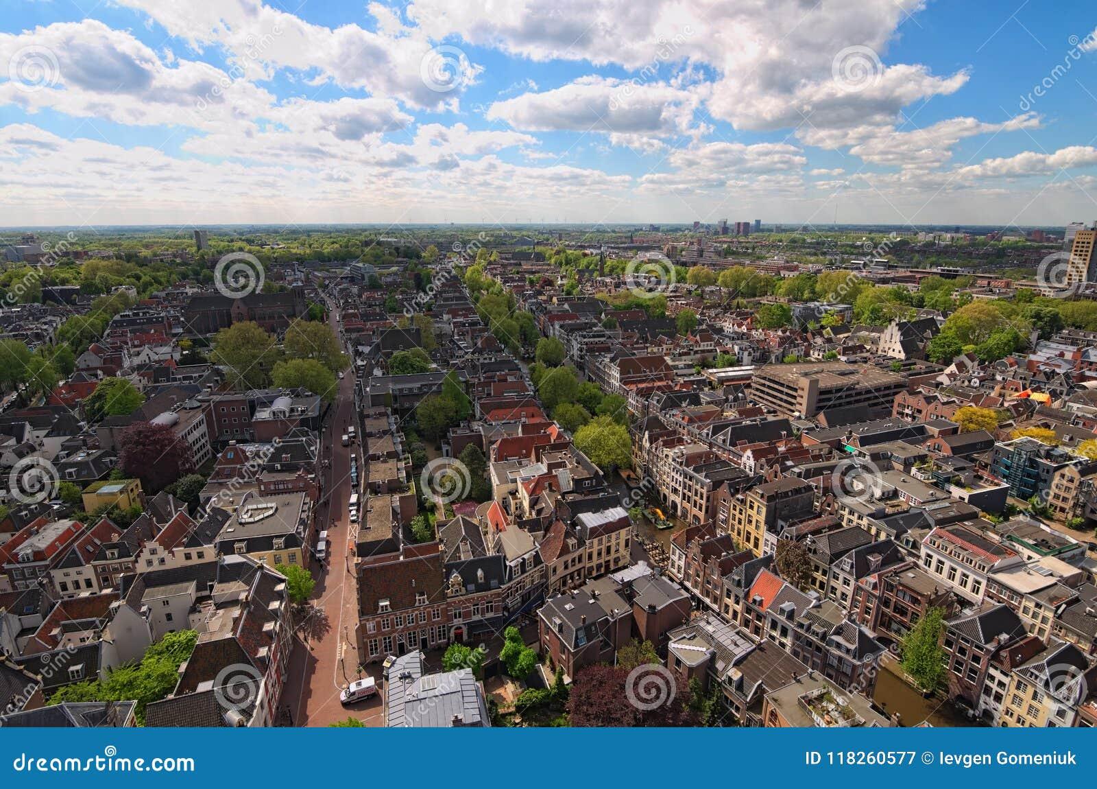 Opinião de Arial da parte superior da torre do St Martins Cathedral no dia ensolarado Utrecht, Países Baixos
