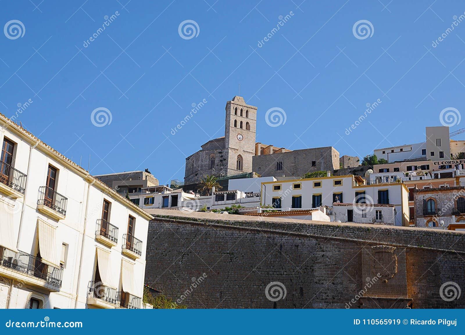 Opinião de Dalt Vila da cidade de Eivissa em Ibiza Balearic Island Soain