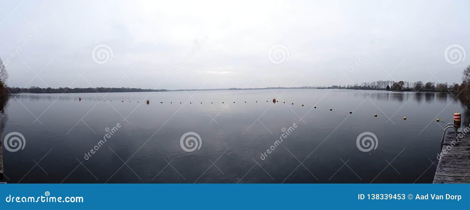 Opinião de Panaromic do lago Ankeveense Plassen