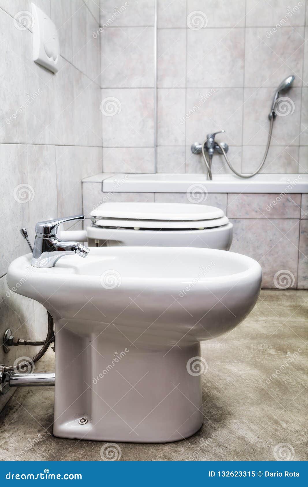 Opinião de Toilette com bidê e cuba