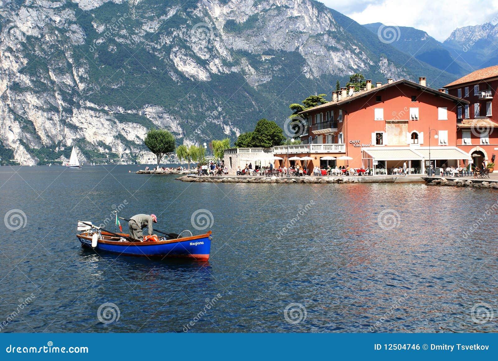Opinião do lago Garda de Torbole, Italy norte