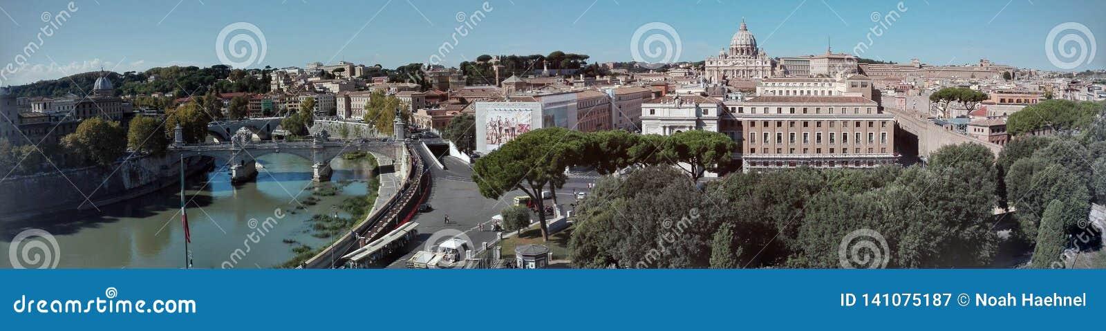 Opinião do panorama do €™Angelo de Castel Santâ da skyline de Roma