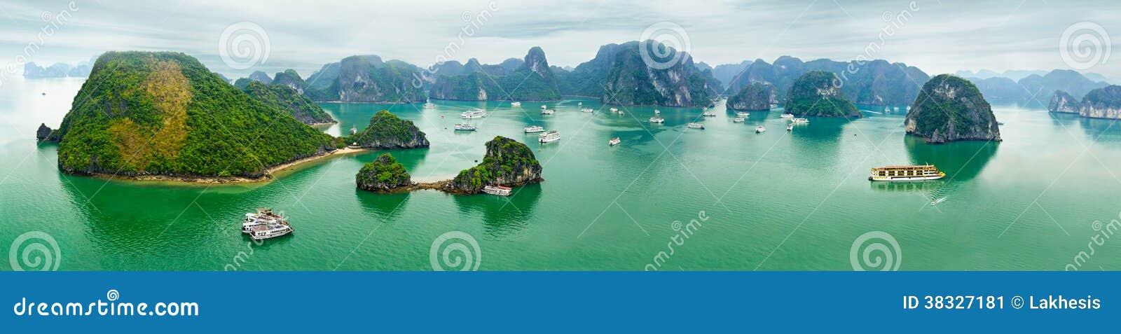 Opinião do panorama da baía longa do Ha, Vietname