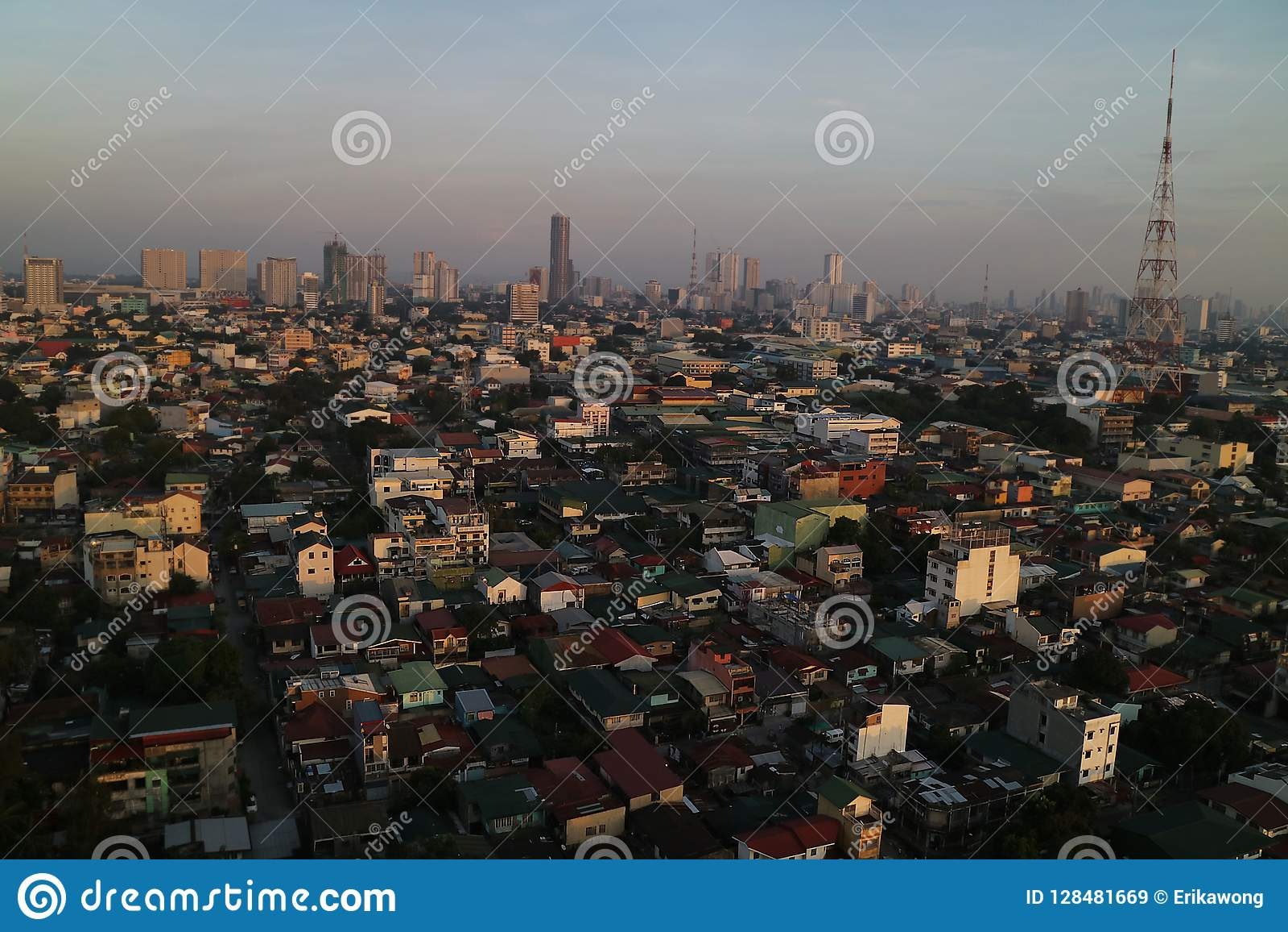 Opinião do por do sol da skyline de Manila, Filipinas