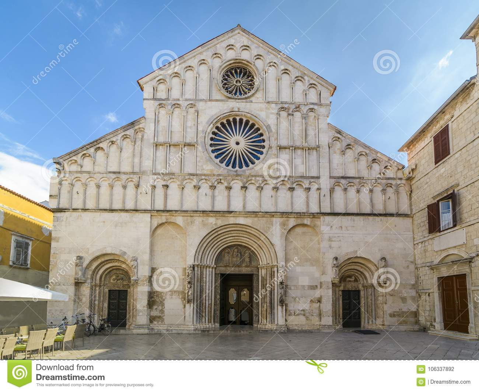 Opinião do St Anastasia Front da catedral