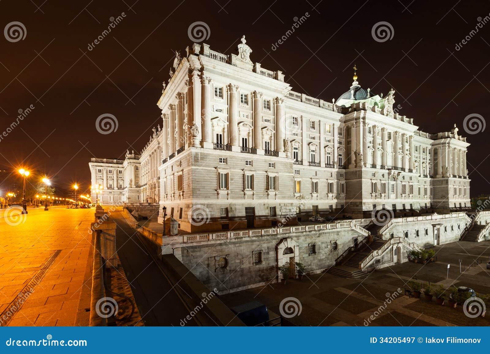 Opinião lateral da noite de Royal Palace