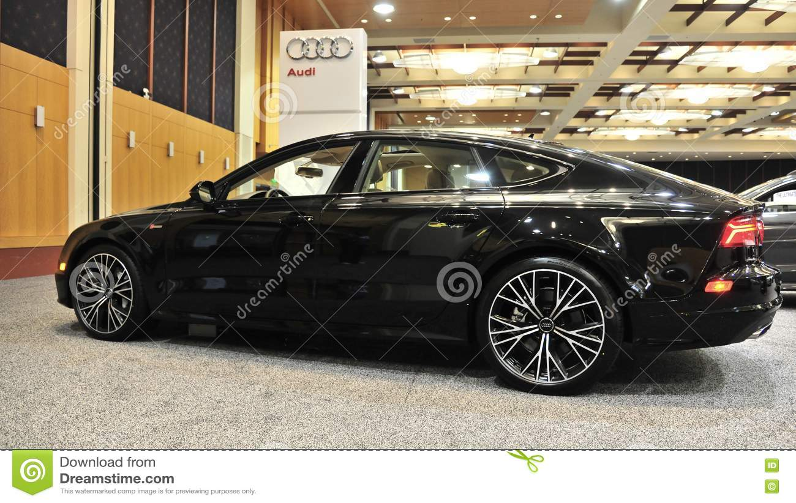 Opinião lateral de Audi Quattro Exotic Sports Car 2017