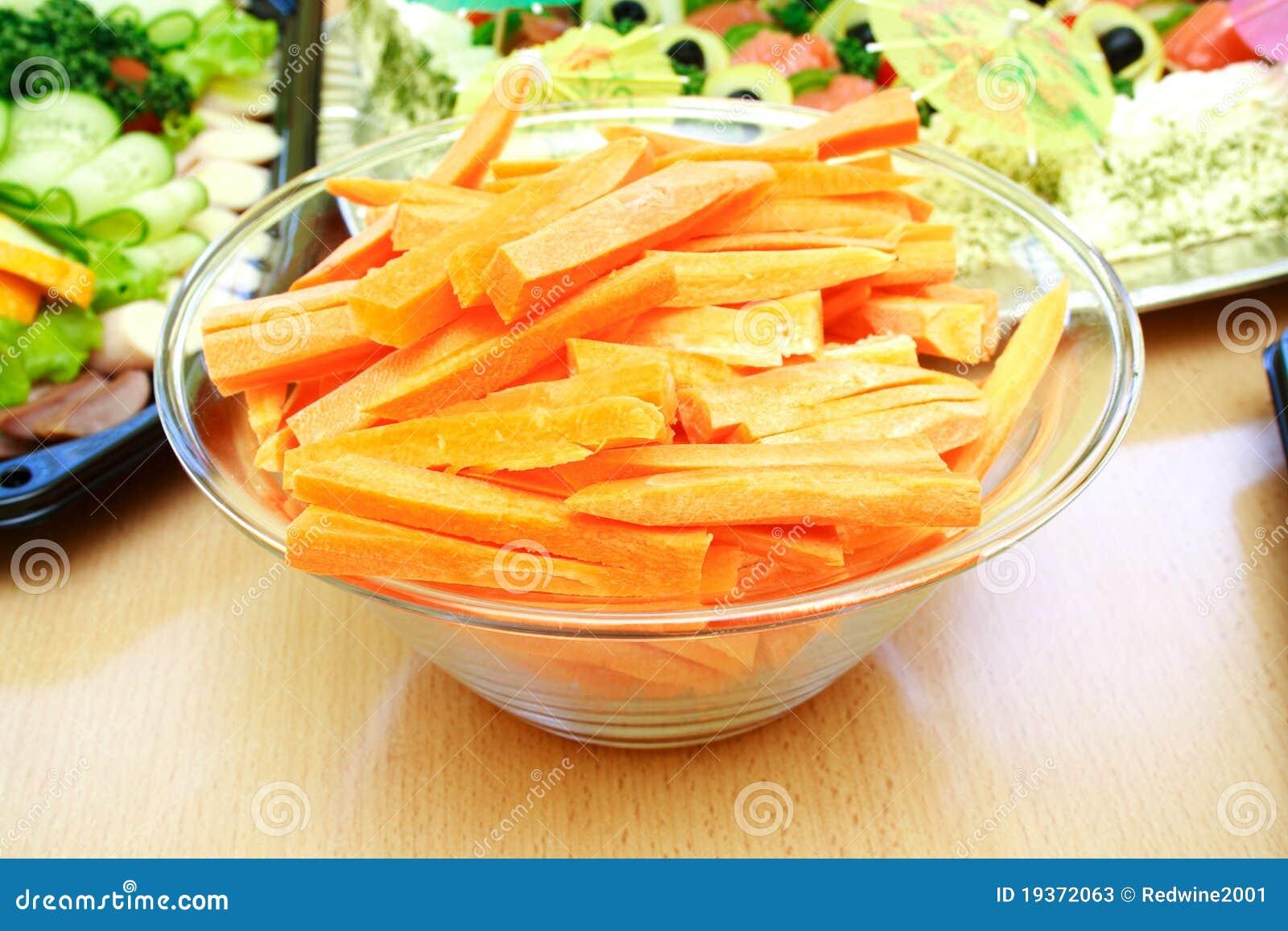 Opinião próxima cenouras cortadas frescas