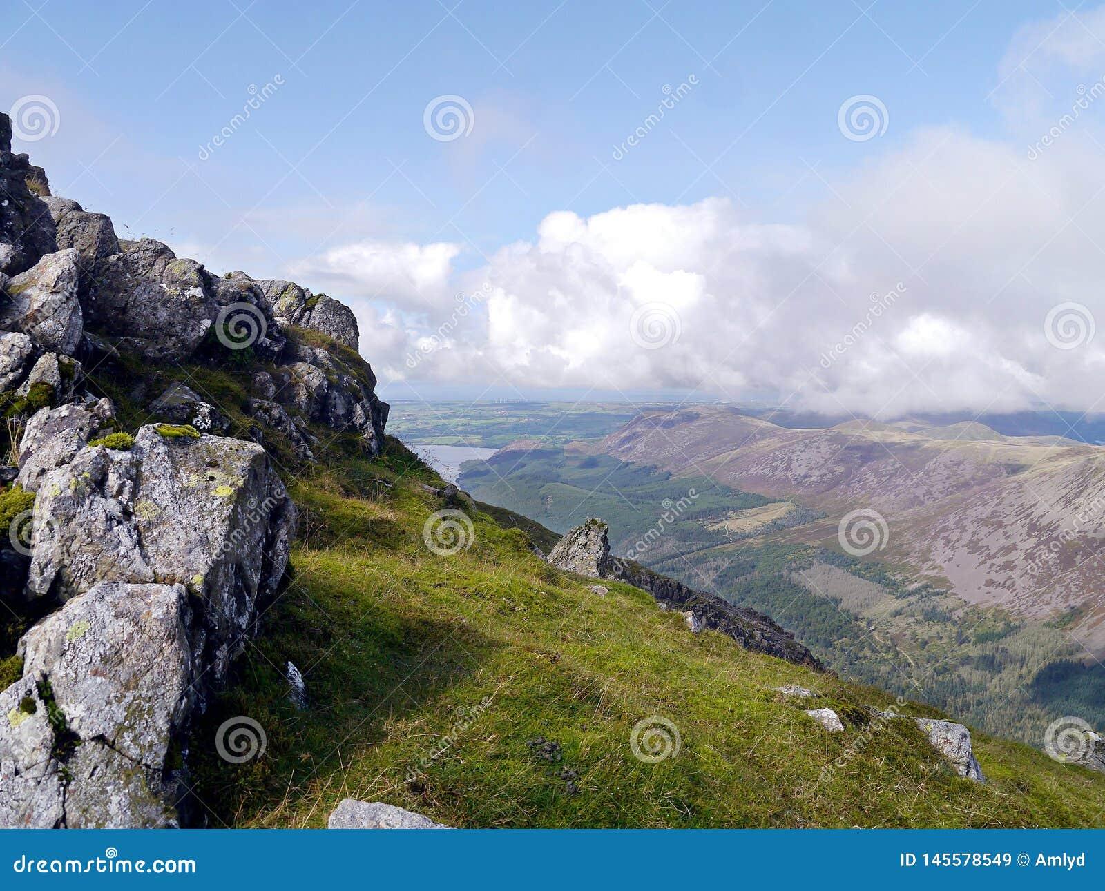Opinião sobre o vale de Ennerdale, distrito da coluna do lago