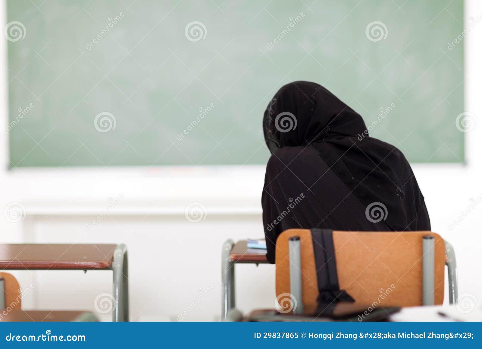 Menina árabe da escola