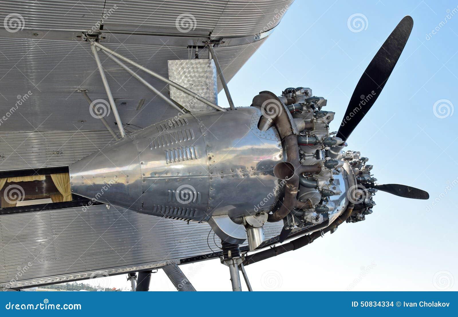 Velha Do Motor Do Avião Da Hélice Foto de Stock Imagem: 50834334 #1C6BAF 1300x919 Banheiro De Avião Como Funciona