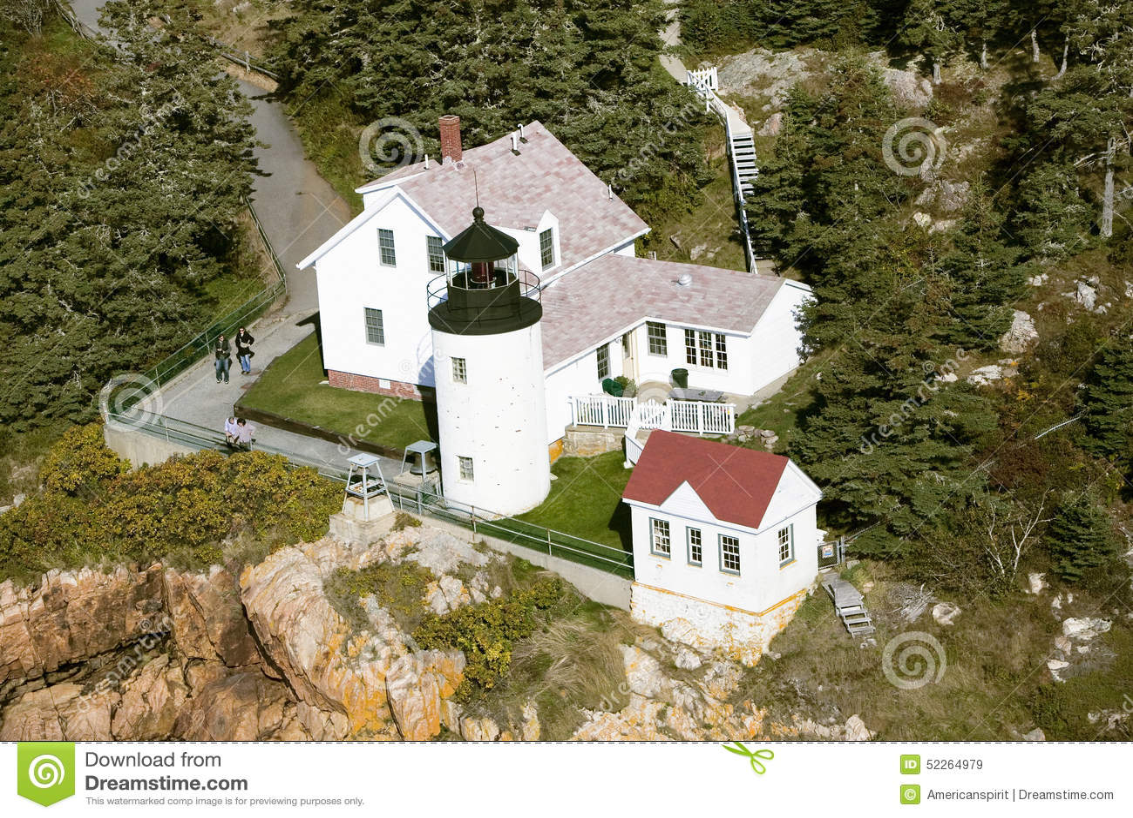 Opinión aérea Bass Harbor Head Lighthouse, parque nacional del Acadia, Maine, lado oeste de la isla desierta del soporte