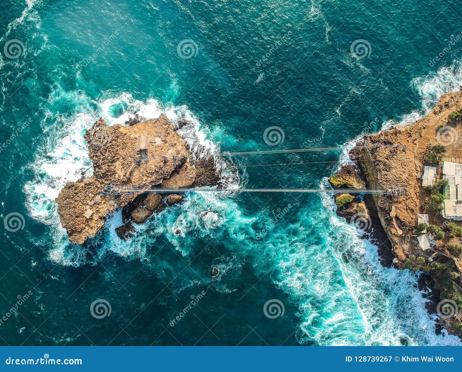 Opinión aérea de la isla de Indonesia Yogyakarta Pulau Timang