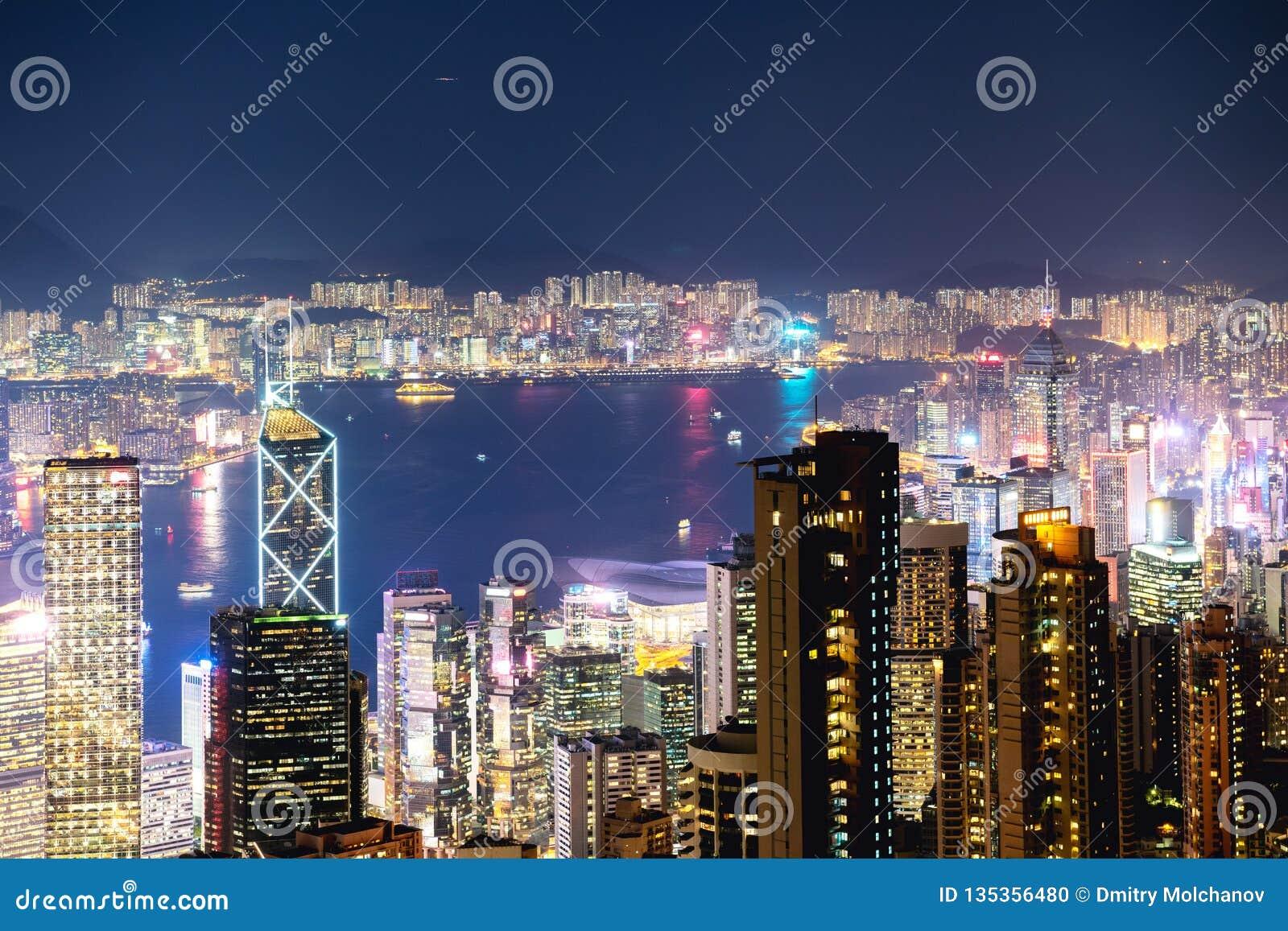 Opinión aérea de la noche de Hong Kong