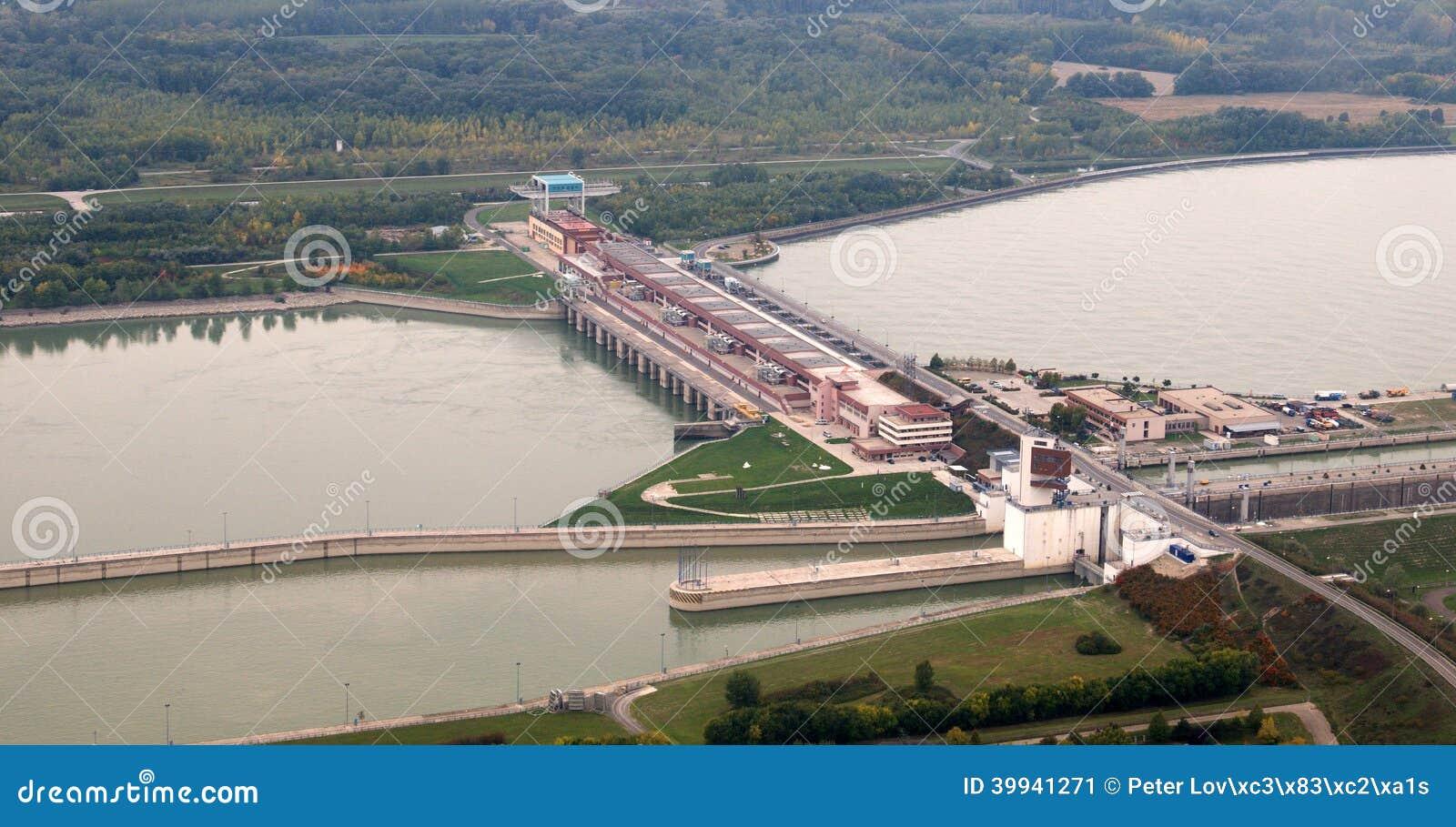 Opinión aérea de la presa de Gabcikovo