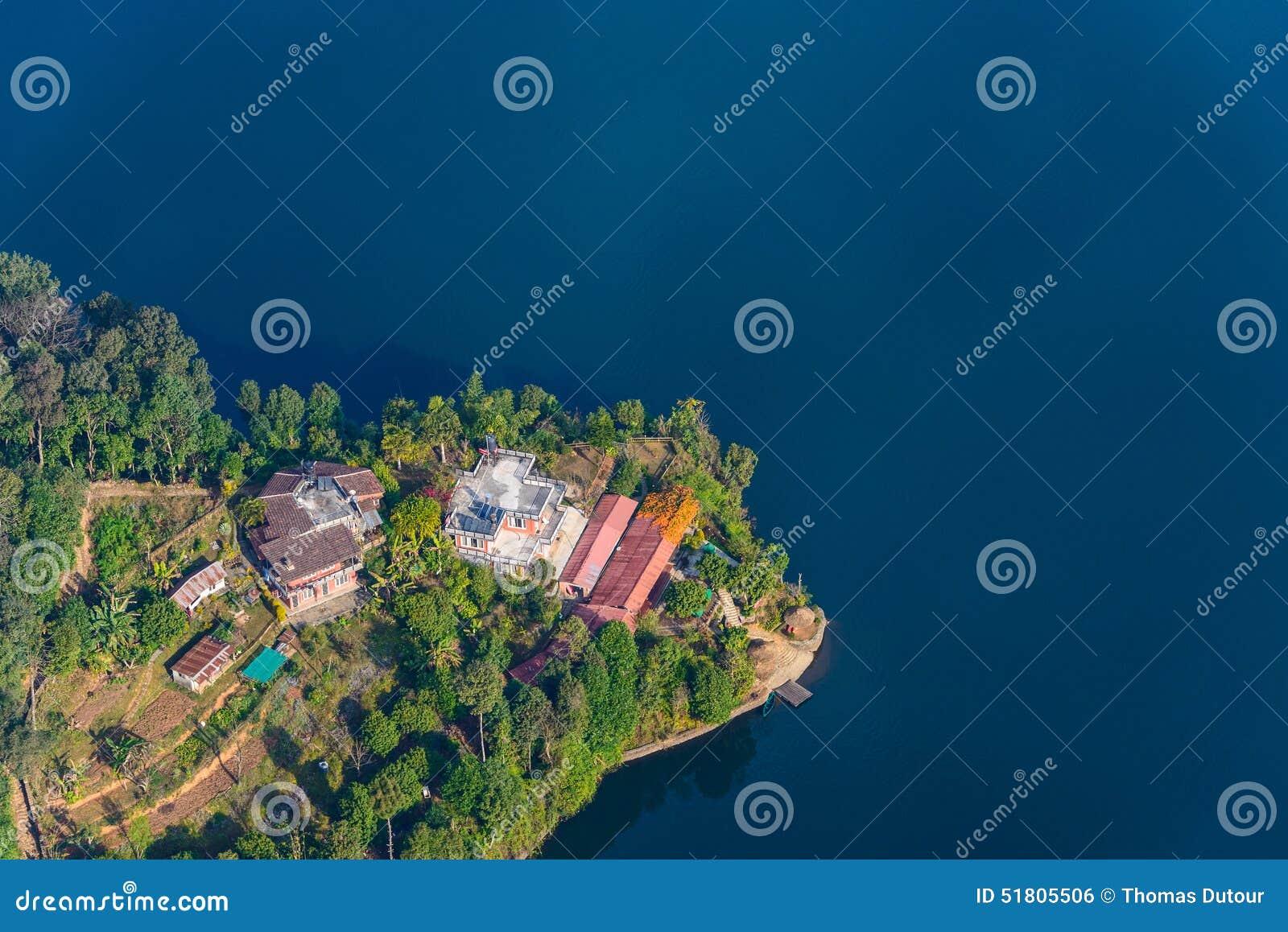 Opinión aérea del lago Phewa en Nepal