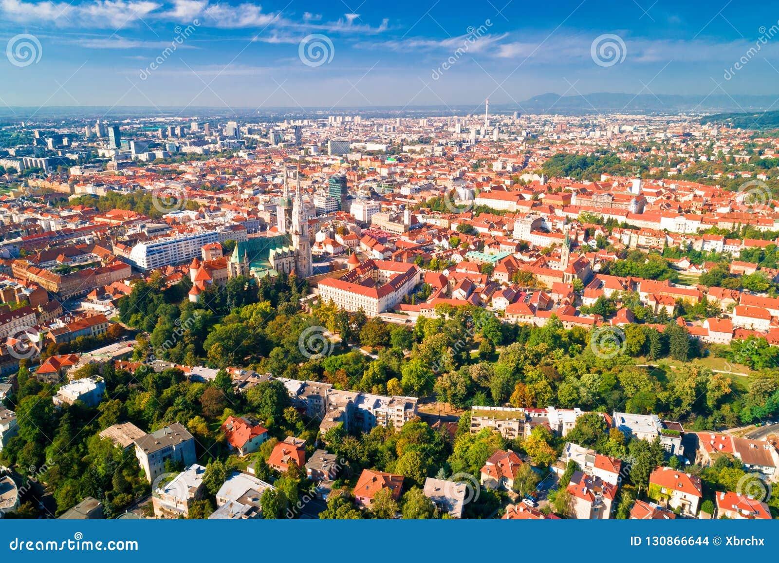Opinión aérea histórica del centro de ciudad de Zagreb