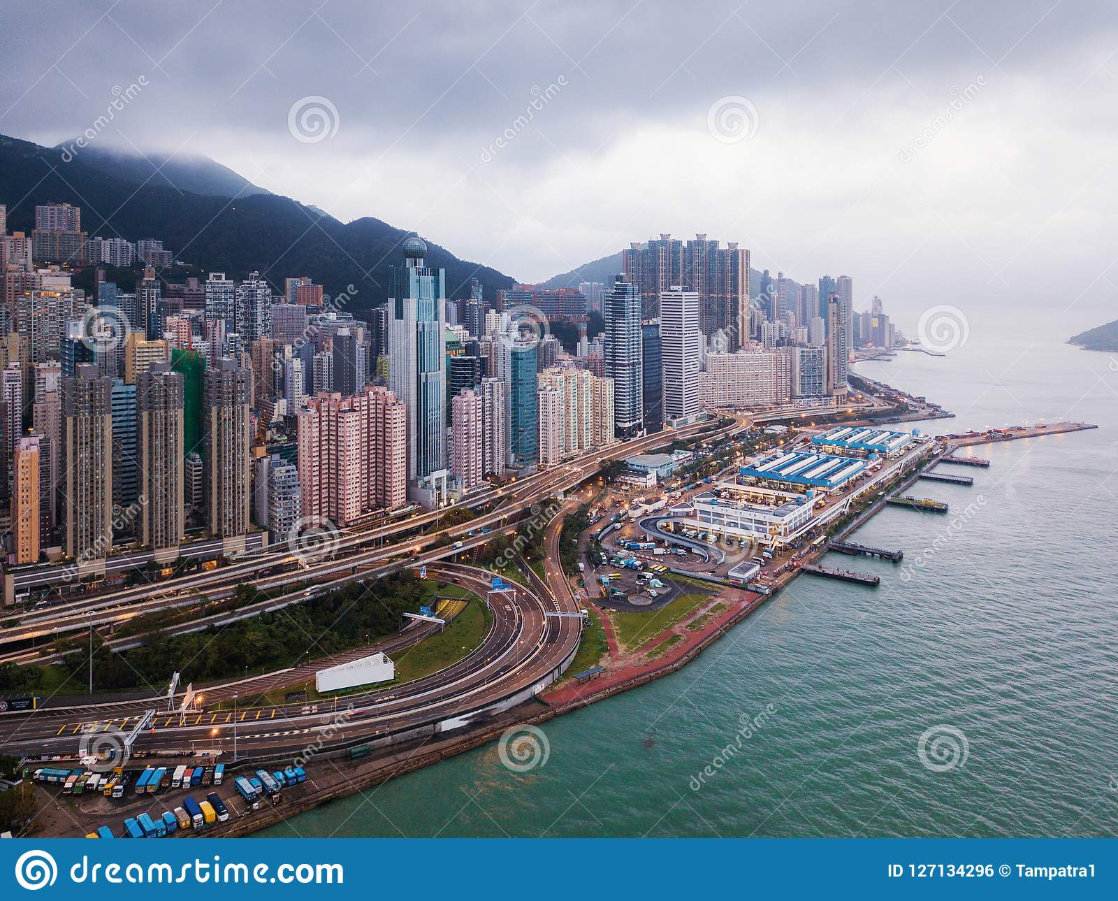 Opinión aérea Hong Kong Downtown y Victoria Harbour Financia