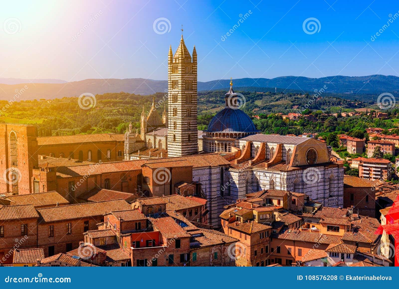 Opinión aérea Siena y Siena Duomo en Siena, Toscana