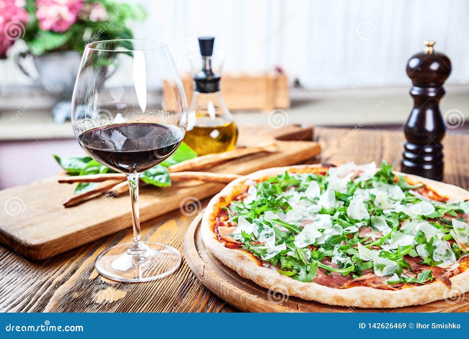 Opinión ascendente cercana sobre almuerzo italiano tradicional