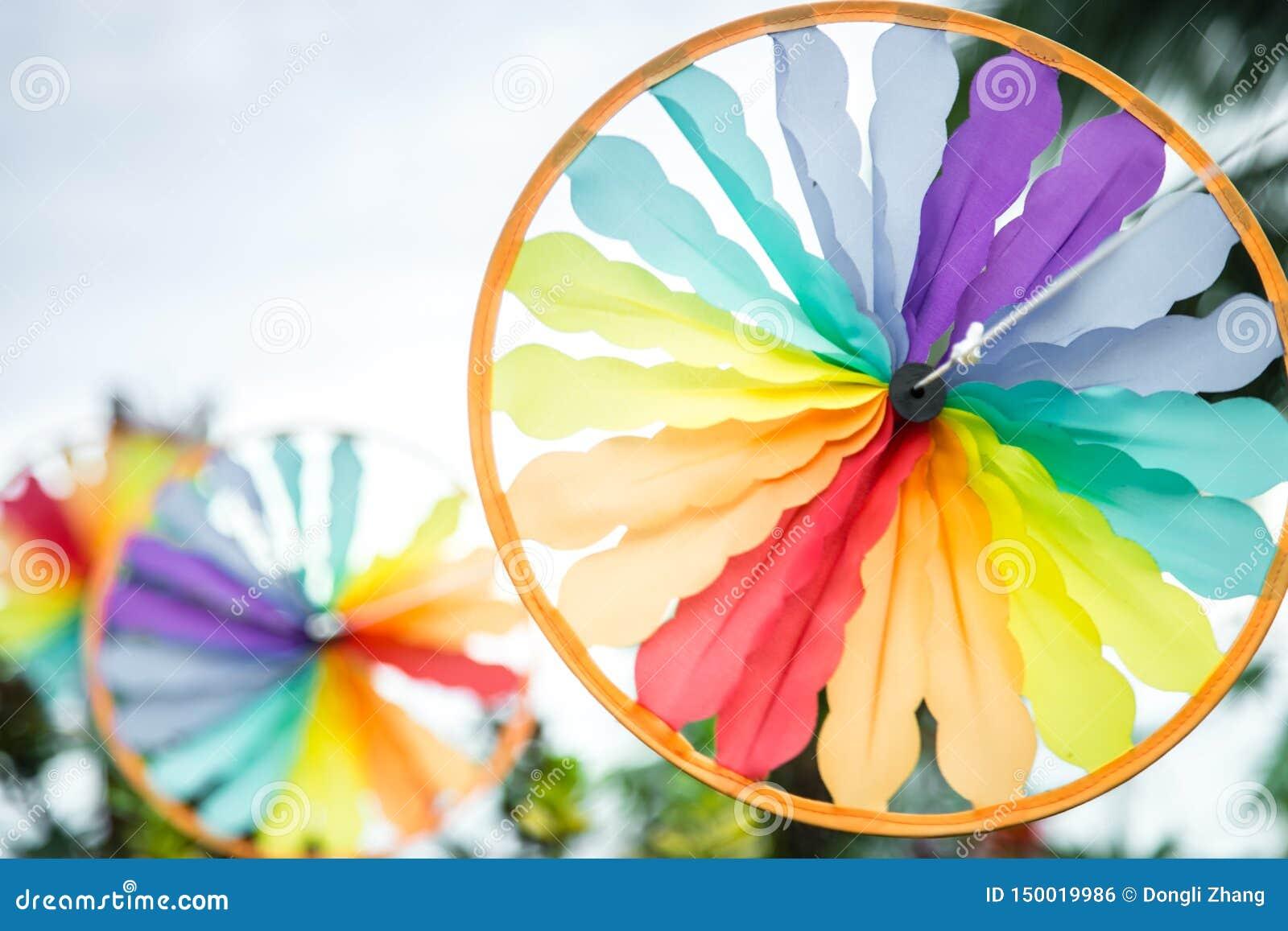 Opinión colorida del primer del molino de viento del estilo del sureste de la forma del círculo