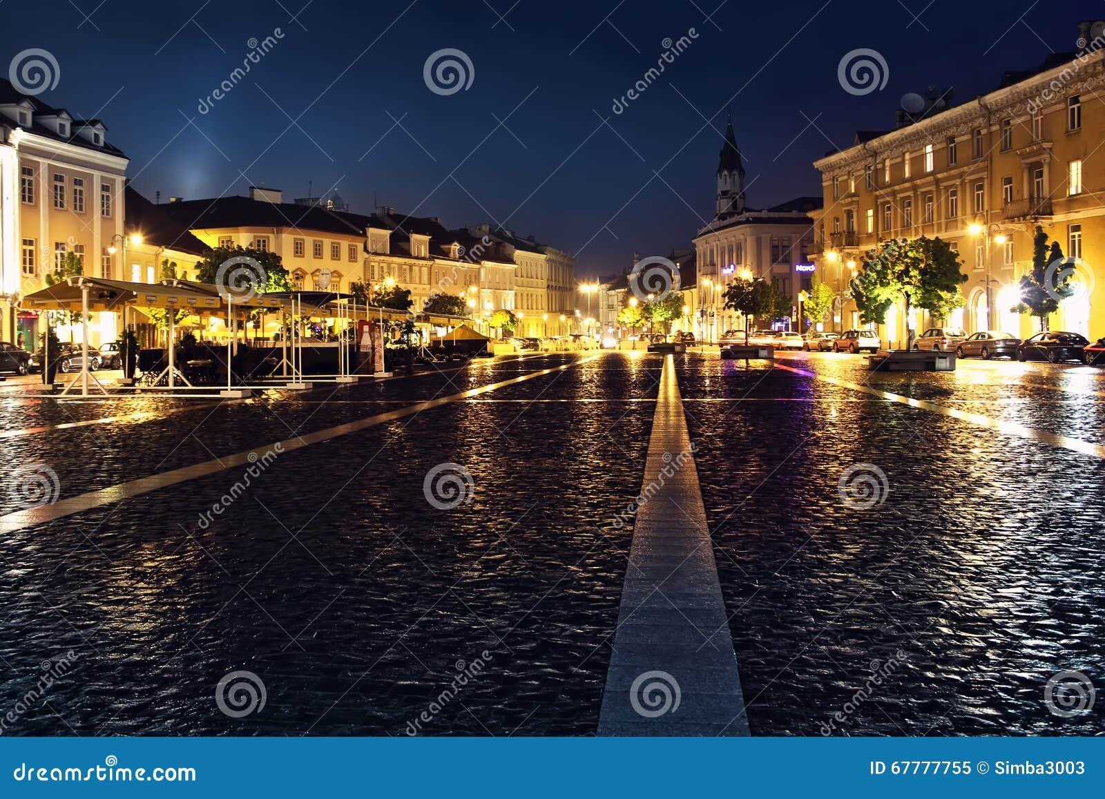 Opinión de la calle en la ciudad vieja de Vilna