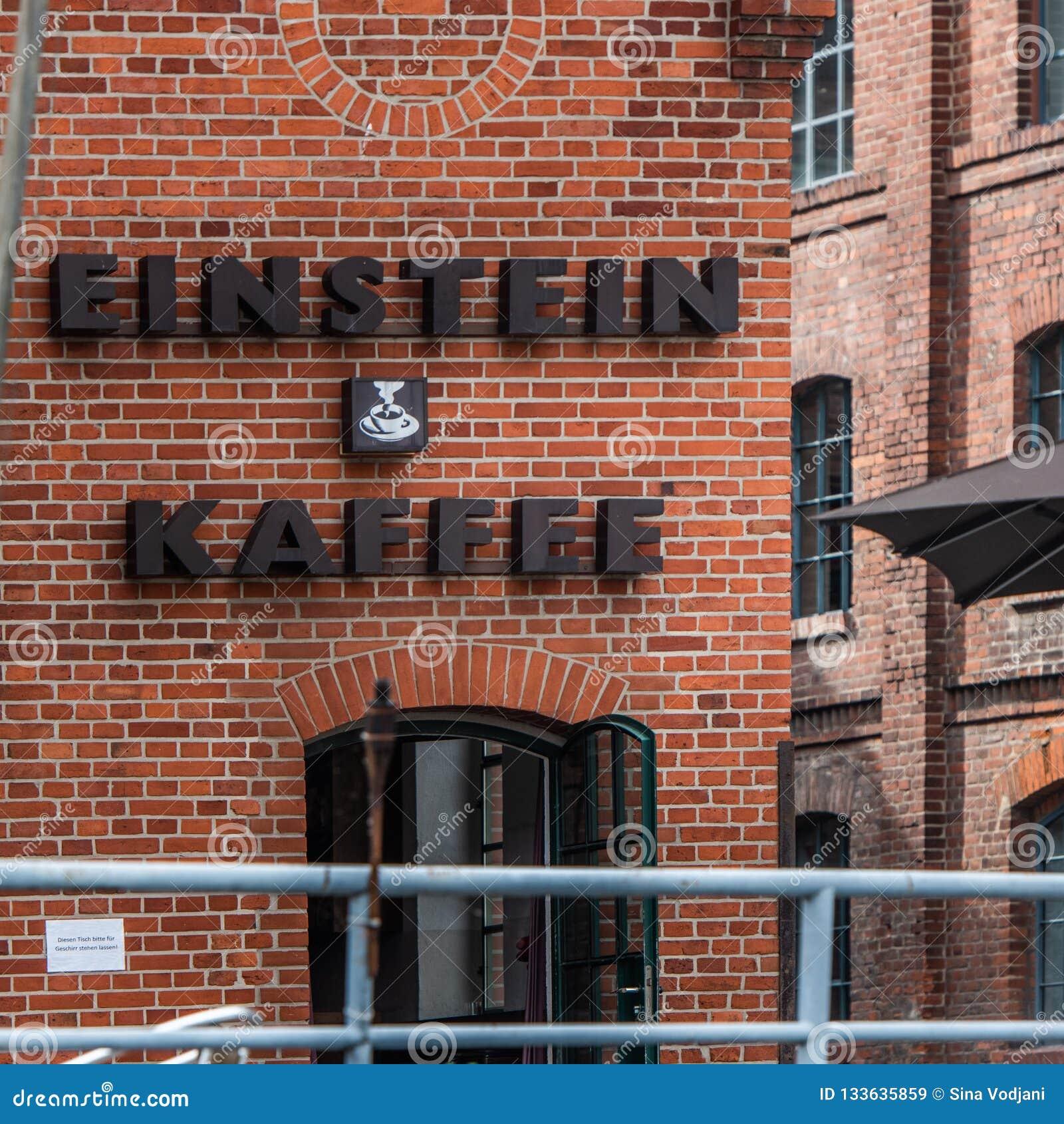 Opinión de la fachada del cafée de Berlin Einstein del río de la diversión