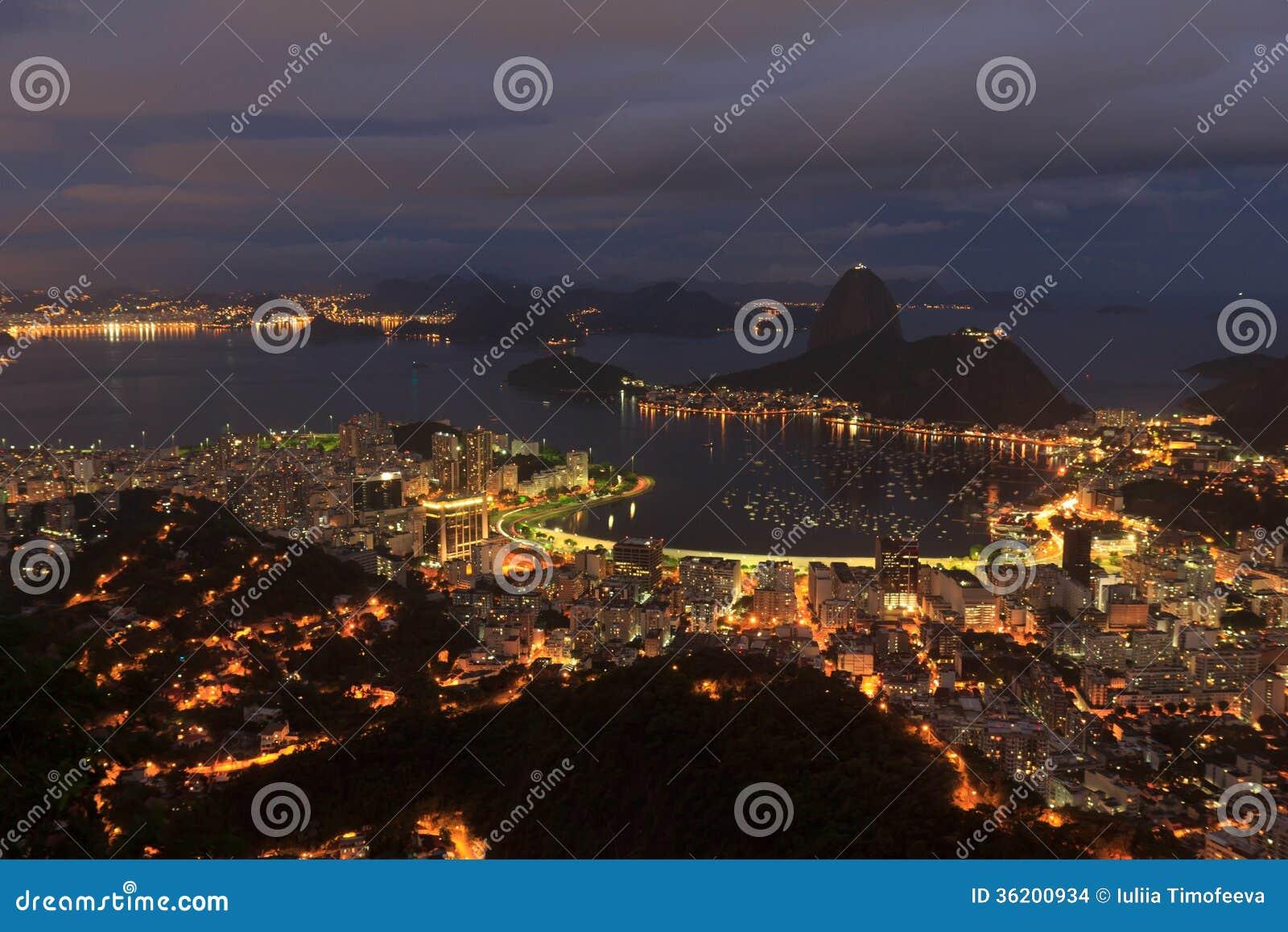 Opinión de la noche de Rio de Janeiro de Sugarloaf, el Brasil