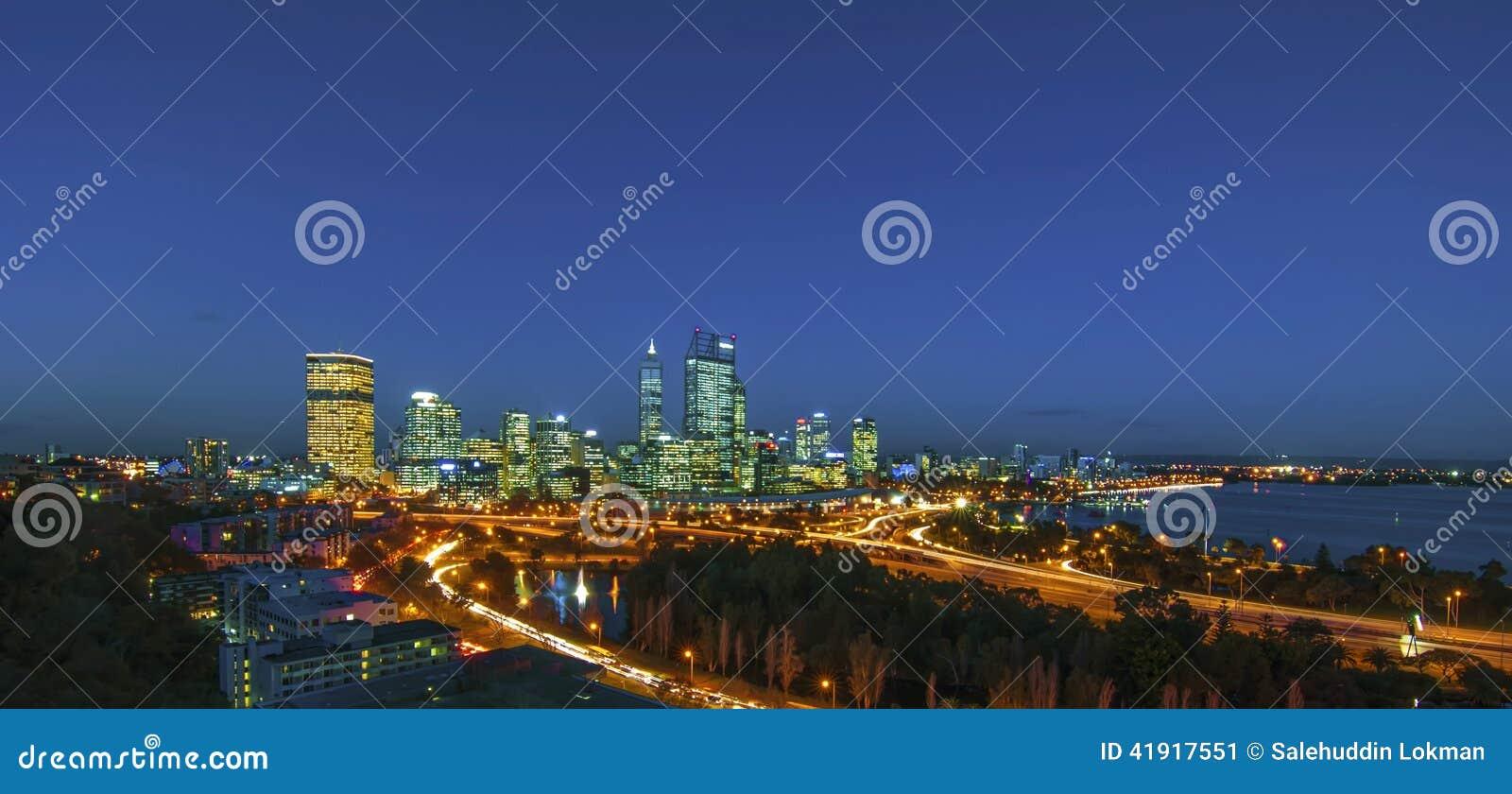 Opinión de la noche del horizonte de Perth de Park de rey