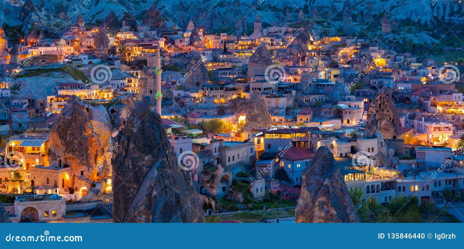 Opinión de la noche de Goreme, Cappadocia, Turquía