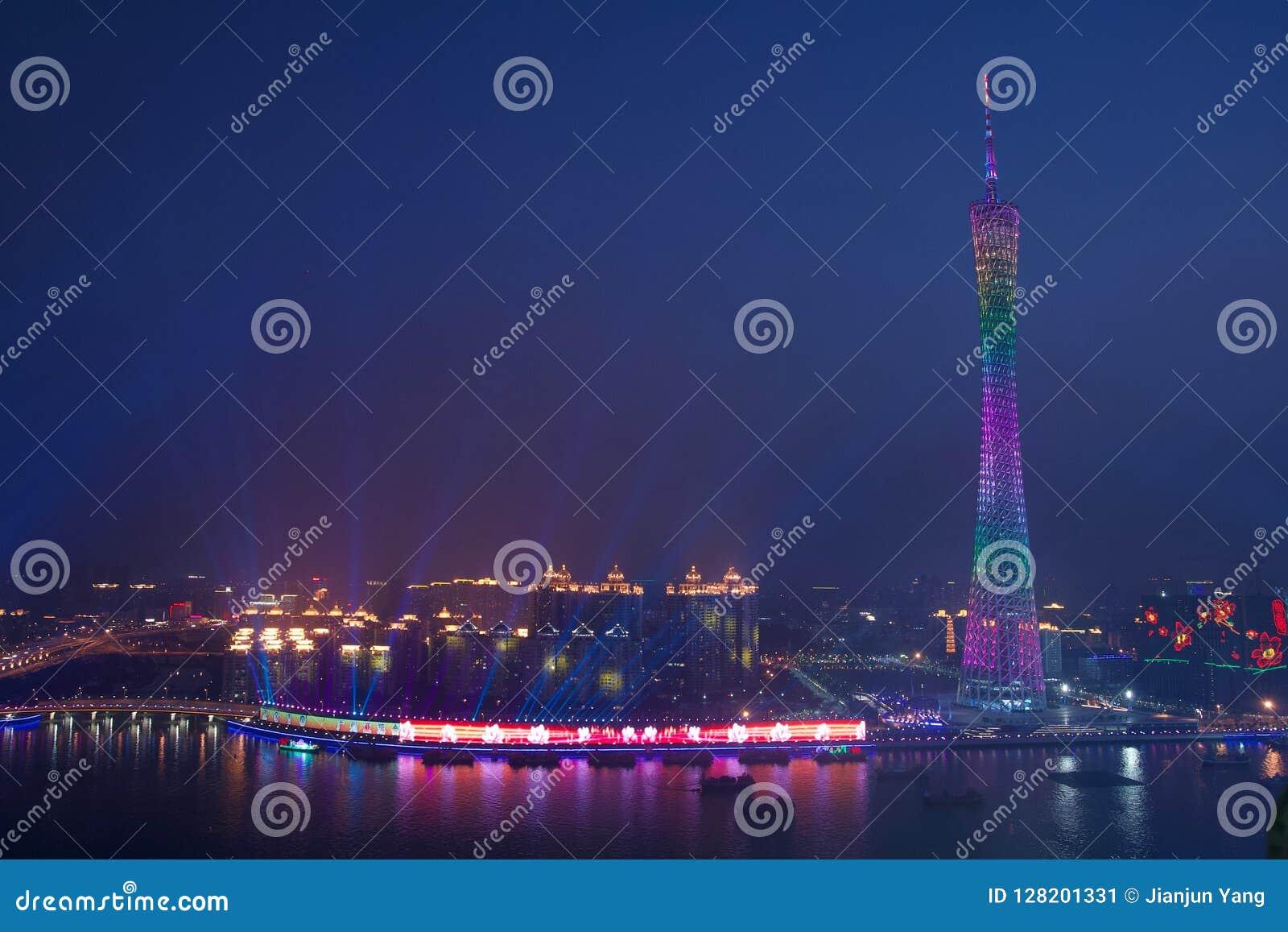 Opinión de la noche de la torre del cantón en Guangzhou China