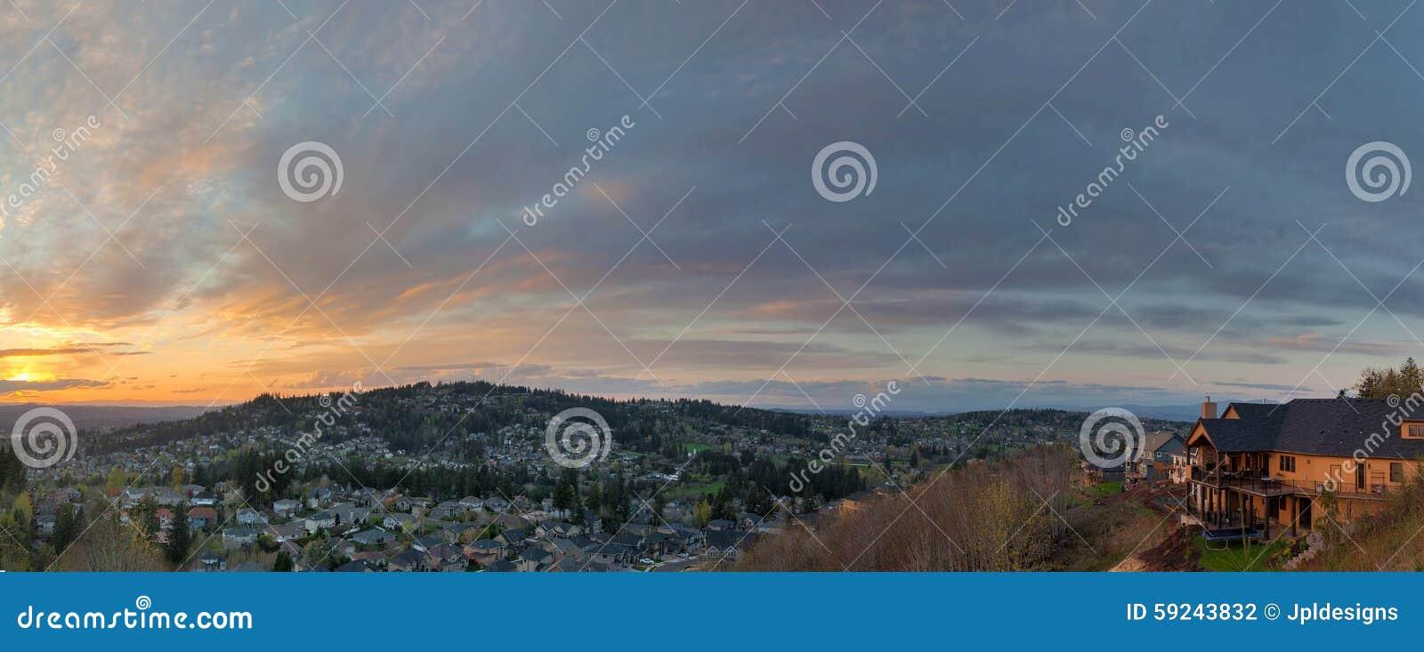 Download Opinión De La Puesta Del Sol Sobre El Panorama Feliz De Oregon Del Valle Foto de archivo - Imagen de casas, panorama: 59243832