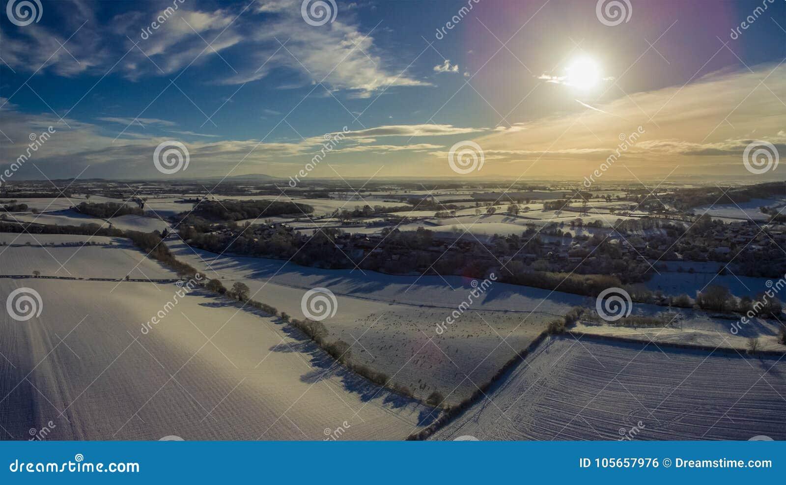 Opinión de ojo de pájaros de Shropshire después de una nevada