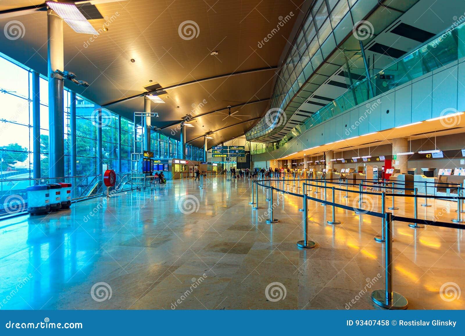 Opinión del interior del aeropuerto de Valencia