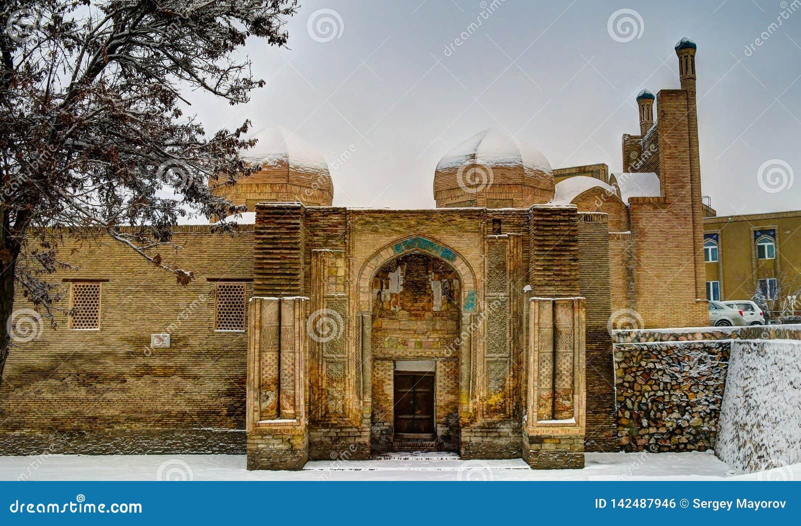 Opinión del invierno a la mezquita de Magoki Attari en Bukhara, Uzbekistán