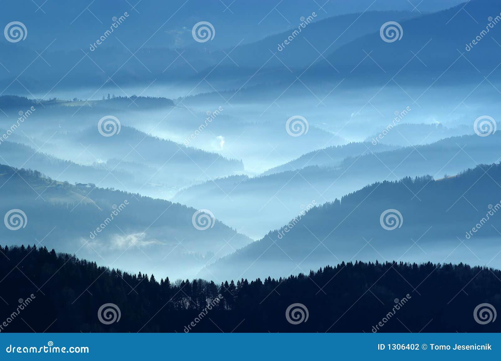 Opinión del otoño de las montañas