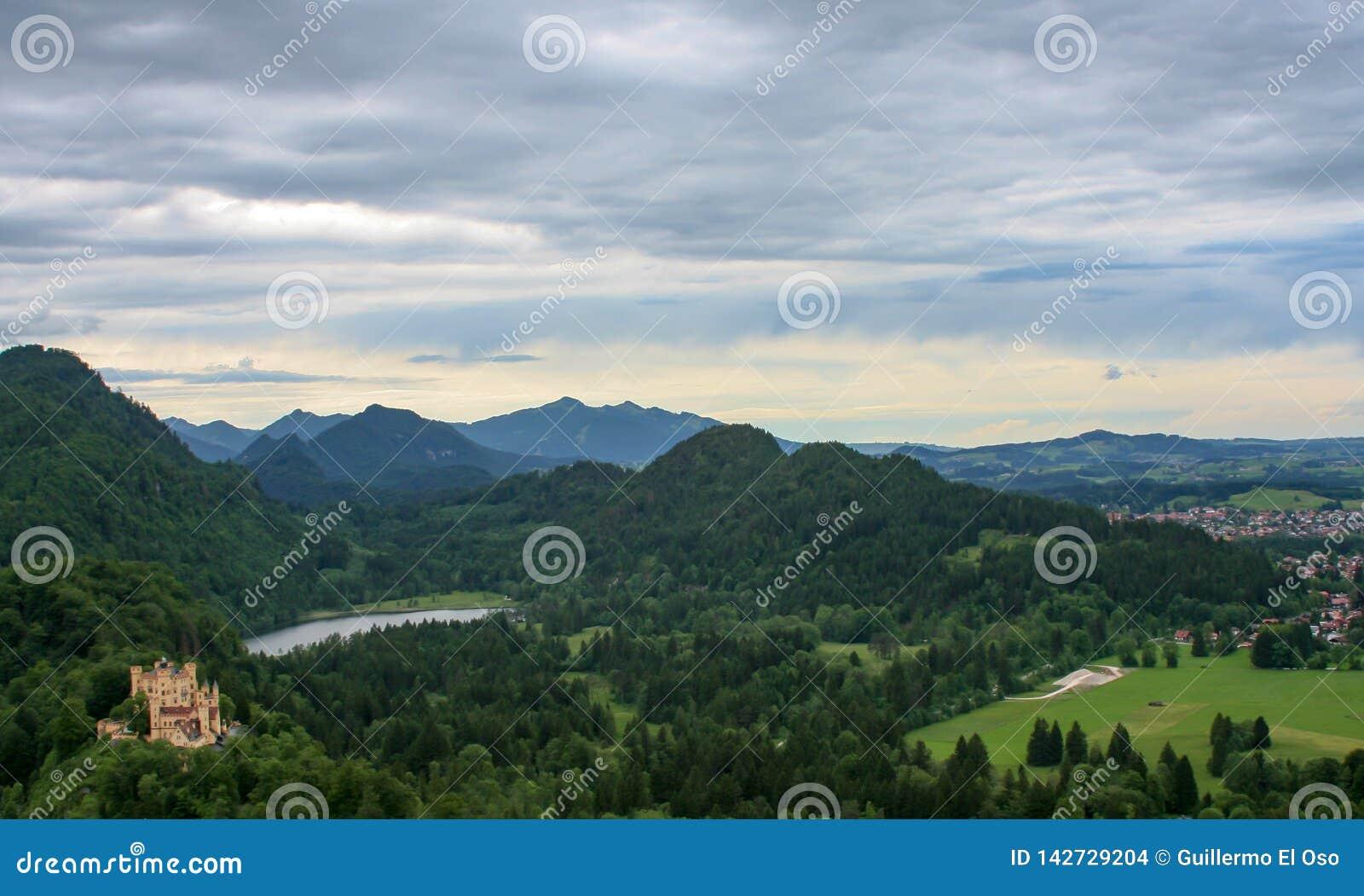Opinión del panorama de un castillo en Baviera