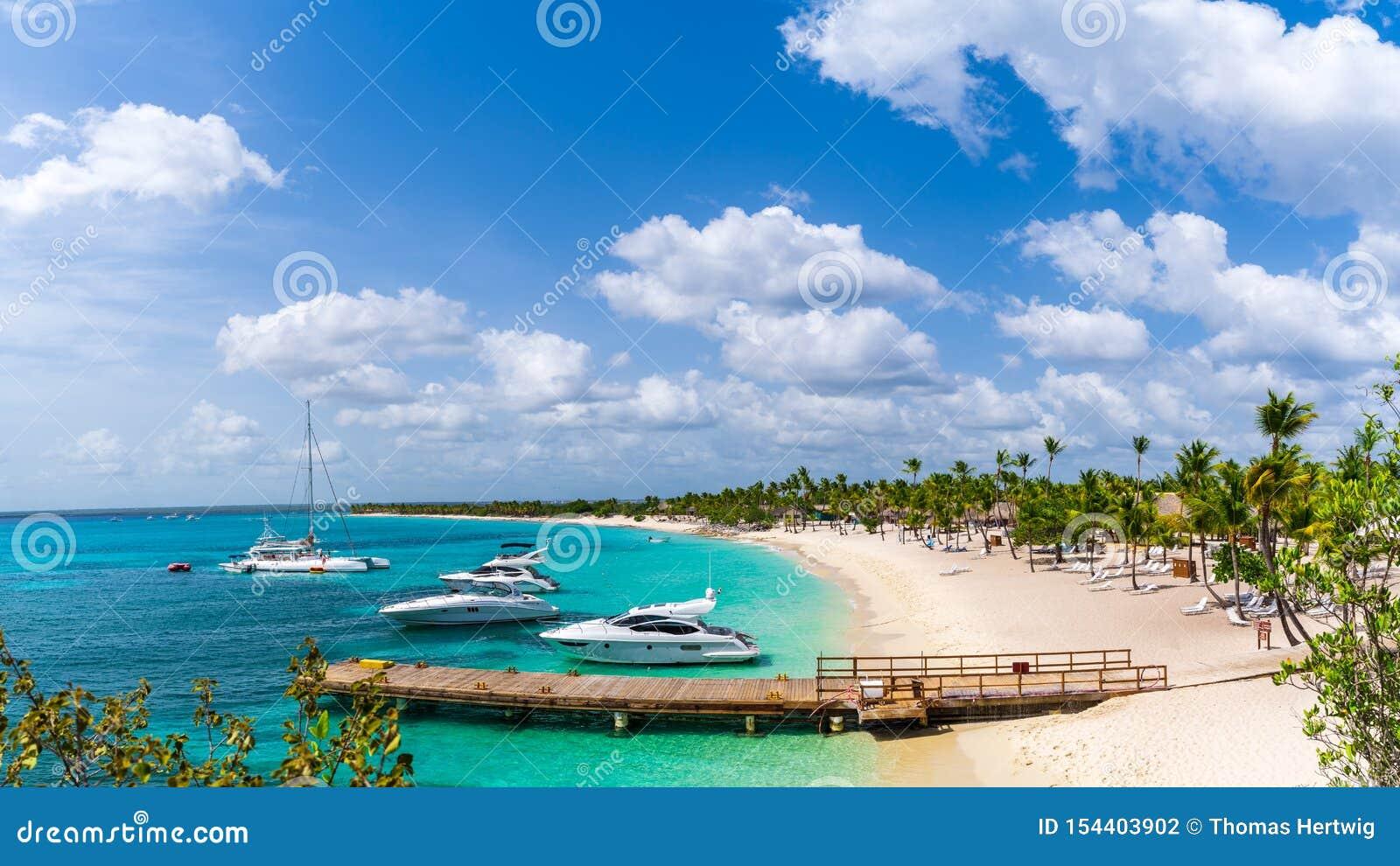 Opinión del panorama del puerto en Catalina Island en la República Dominicana