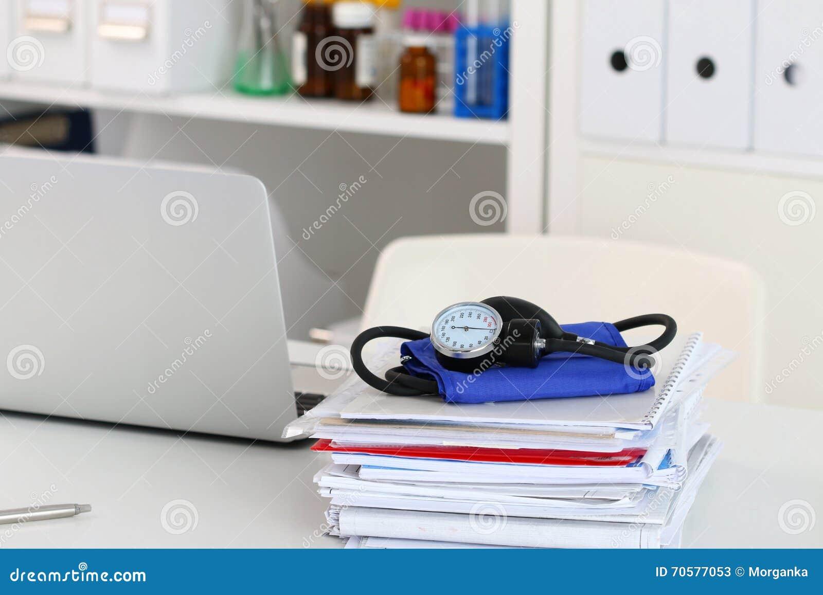 Opinión del primer de la tabla de funcionamiento del doctor