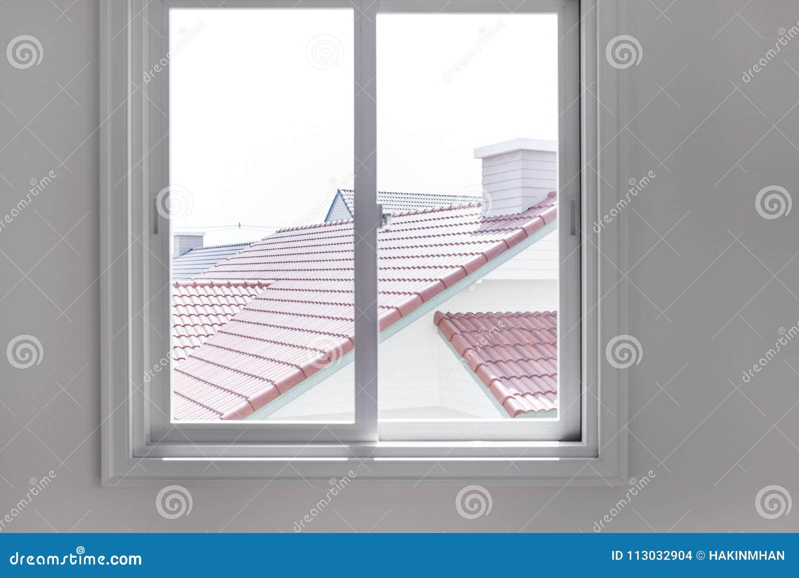 Opinión del vindow de la falta de definición con el tejado